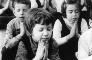 bambini-in-preghiera