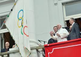 papa-bandiera-olimpica
