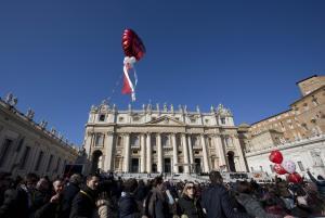 Papa Francesco ai fidanzati: «Non costruite la vostra casa sulla sabbia dei sentimenti, ma sulla roccia dell'amore vero»