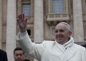 Papa Francesco sfida il gelo, cappotto e sciarpa per l'Udienza generale