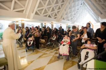 papa-bambini-disabili-santa-marta-2_1432981088