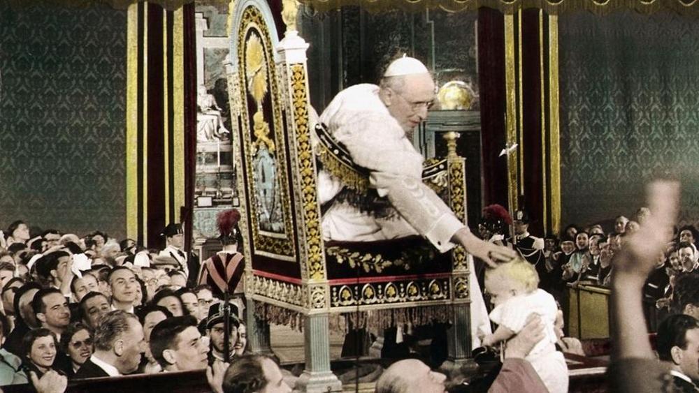 Risultati immagini per bambinello Pio XII